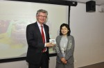 Deputy Director of Planning/ Territorial, Ms Phyllis LI Chi Miu (Planning Department) presenting souvenir to Prof. Dr. Gerd Schwandner